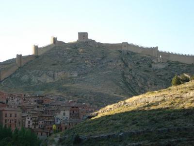 20070707110717-muralla-de-albarracin-reducida.jpg